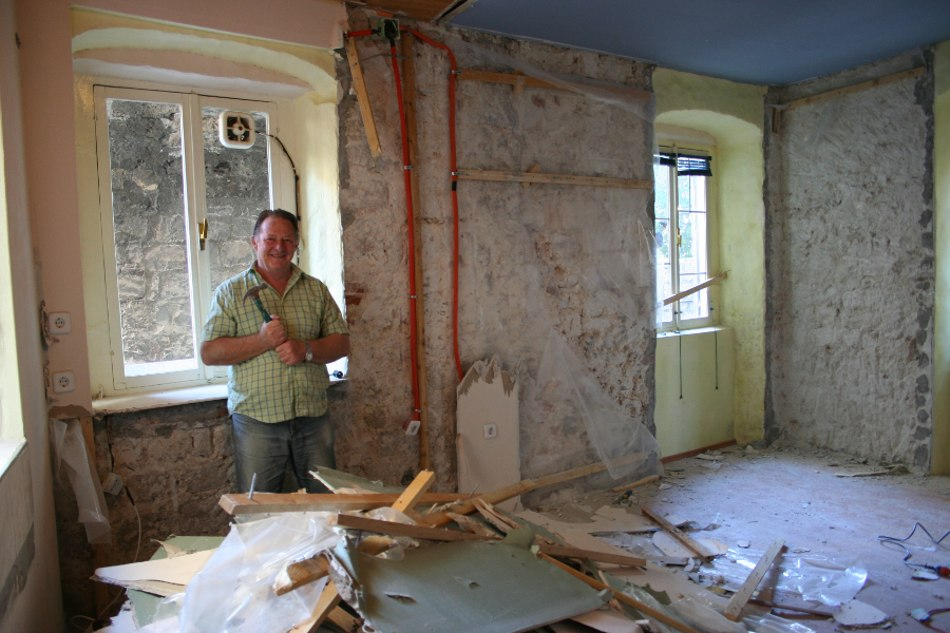 Days of hard work by Peter cleared The Venetian of internal walls